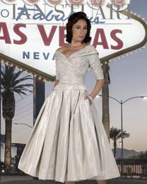 2019 vestido da noiva da mãe do tafetá da forma Moda Fora Do Ombro Mãe Da Noiva Vestidos Com Mangas Meia Plissada Vestidos De Noite Chá Comprimento De Tafetá Convidado Do Casamento Vestido desconto vestido da noiva da mãe do tafetá da forma