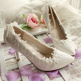 white satin bridal flats Coupons - Fashion Pearls Flat Wedding Shoes For Bride 3D Floral Appliqued Prom High Heels Plus Size Round Toe Lace Bridal Shoes