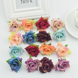 tulipas artificiais laranja Desconto 100 pcs cabeça de flores artificiais para decoração de casamento em casa diy needlework coroa de flores caixa de presente scrapbooking retro rosas de seda falso