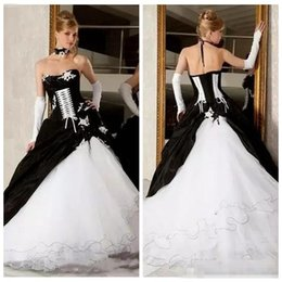 Wholesale White Corset Victorian Ball Gowns - 2018 Vintage Black And White Gothic Ball Gowns Wedding Dresses Backless Corset Victorian Gothic Royal Bridal Gowns With Lace Appliques