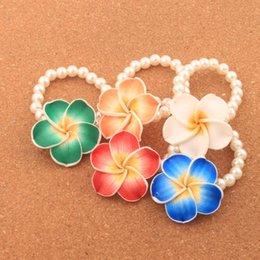pulseiras de pérolas moda Desconto Argila quente plumeria flor pérola frisada pulseira trecho 6.5