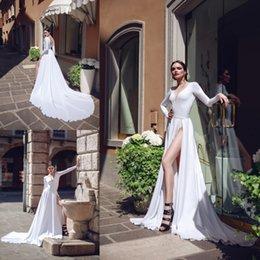 vestido de noiva de praia branca sexy Desconto 2019 Outono Branco Uma Linha De Vestidos De Casamento Sexy Decote Em V Manga Comprida Dividir Sweep Trem Vestidos de Noiva Plus Size Praia Robe De Mariée