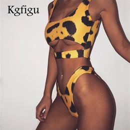 2019 fotos de mulheres KGFIGU Duas peças conjuntos de mulheres 2018 desgaste do feriado de verão tops de leopardo e tanga shorts fundo curto 2 pics set tracksuits Pad desconto fotos de mulheres