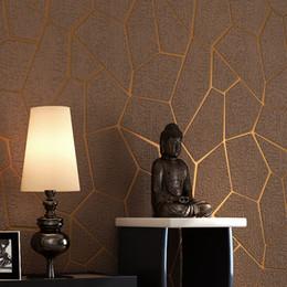 Роскошный современный геометрический узор утолщаются 3D стереоскопический нетканые ткани обои Спальня Гостиная телевизор фон обои от Поставщики полосатые обои металлические