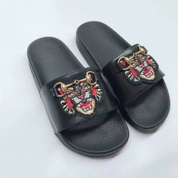 Wholesale womens moccasins slippers - Italy top designer womens embroidered tiger bee flower slippers womens web bow slides thong sandals horse bit shoes EU35-40 free shipping