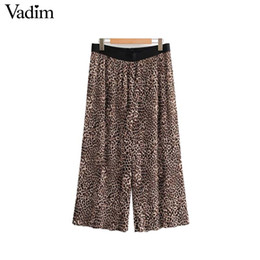 bd082cc6842 Vadim mujer pantalones de pierna ancha con estampado de leopardo plisado cintura  elástica patrón animal hembra suelta pantorrilla pantalones largos ...