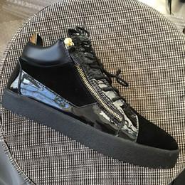 Zapatos casuales mujer cremalleras online-Nuevo 2019 Hombres Mujeres Cuero Negro Con Suede Patchwork Zapatillas Zip doble, Diseñador de la marca Amantes High Top zapatos casuales 35-47 Envío de la gota