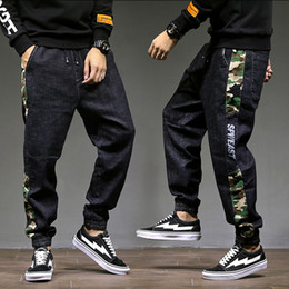 Свободные джинсы punk онлайн-Fashion Classical Men Jogger Jeans Punk Style Loose Fit Harem Pants Black Blue Camouflage Spliced Cargo Pants Hip Hop Jeans Men