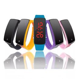 798274ff6884 Muchachos de la manera muchachas niños niños estudiantes deporte digital led  relojes nueva mens womens pantalla táctil caucho silicona relojes de regalo