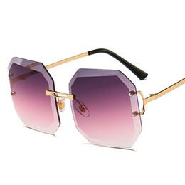 Tendência Do Vintage Quadrado Óculos De Sol Das Mulheres Roxo Claro Óculos  de Armação de Metal Sem Moldura Óculos De Sol Para A Mulher do Sexo  Feminino ... 367e57ca24