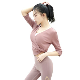 Camisa de malha com costelas on-line-T-shirt de Manga Curta com decote em V das Mulheres T-Shirt de Ginástica Treino Coreano Rosa Cruz Cruzada Knit Correndo Yoga Esporte Tee Quick Dry Sportswear Tops
