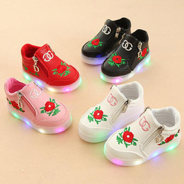 New Designer Flowers Rose Beautiful Shiny Night Zip LED Casual Shoes  Children Light up Casual Shoes Lumineux Outdoor Girls Shoes Trainers 30616153a455