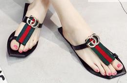 Mulheres quentes correias de couro on-line-Sandálias quentes Moda ggGGBrand Tanga Famosa Flip Flops Mulheres sapatos de Verão sandálias de couro de couro
