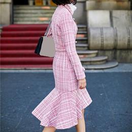 Шерстяные пальто розовые онлайн-Autumn Winter Women Irregular Ruffles Woolen Coat Fashion Sashes Pink Plaid Coats High Waist Slim Long Outerwear