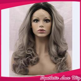 2019 perruques de mode gris Mode Gris Cheveux Ombre Perruque Resisitant Ombre Vague de Corps Synthétique Avant de Lacet Perruque Glueless Ombre Gris Cheveux Ondulés Synthétique Perruques perruques de mode gris pas cher