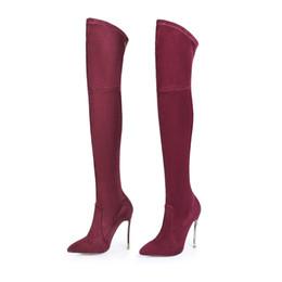 bec02e01a3e9 Mode Métal Mince Talon Bout Pointu Au-dessus Du Genou Bottes Femme Automne  Hiver Daim Cuir Femme Chaussures Longues vin rouge