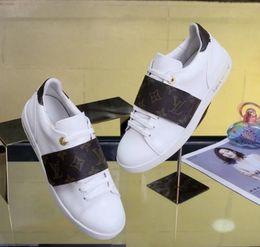 Design d'emballage rond en Ligne-2018 nouveau luxe en cuir casual chaussures dames lettre conception polyvalent chaussures marque design emballage original femmes