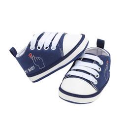 db4370e957a00 Infantile nouveau-né bébé garçon fille chaussures enfant unique semelle  baskets modèle lettre décontracté toile préwalkers 0-18M peu coûteux motifs  de ...