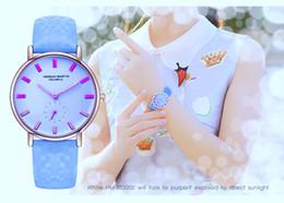 relojes de colores a prueba de agua Rebajas 2018 relojes de cuarzo calientes mujeres cambian de colores bajo el sol Nuevo modelo de moda creativas señoras reloj de pulsera a prueba de agua reloj de pulsera colorida