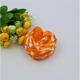 Fare fiori di calze online-Materiale di calza per fiori in nylon bicolore in poliestere 50 pezzi per la decorazione domestica Calza per fiori in seta Fiore per decorazione di nozze fai-da-te