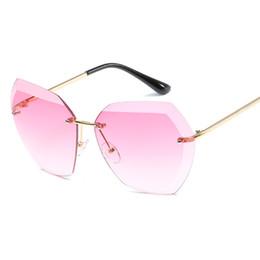 Wholesale marines women - New Luxury Sunglasses Cat Eye Brand Designer Diamond Cutting Sunglasses Women Fashion Luxury Marine Style Metal Rimless Glass Lentes