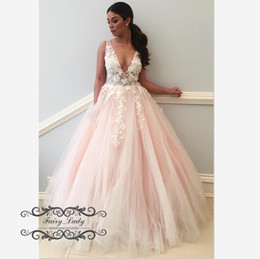 Chi White 3D-Appliques floreali A Line Prom Dresses 2019 Deep V Neck Backless Light Pink Tulle Long Pageant Dress Evening Formal Gowns da