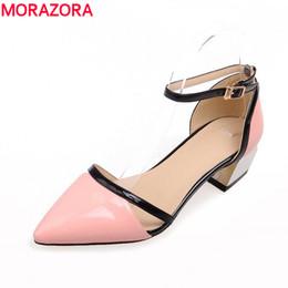 2019 розовые выпускные каблуки MORAZORA большой размер 34-48 2017 med каблуки острым носом партии выпускного вечера черный белый розовый женщины сандалии высокое качество обувь женщины дешево розовые выпускные каблуки