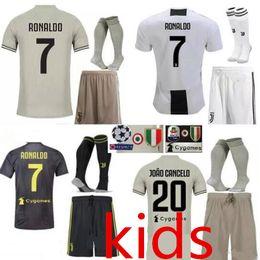 Juventus futebol Jersey crianças Kit 2018/19 RONALDO DYBALA HIGUAIN DANI ALVES PJANIC Marchisio criança 2018 2019 Camisa de futebol uniformes de