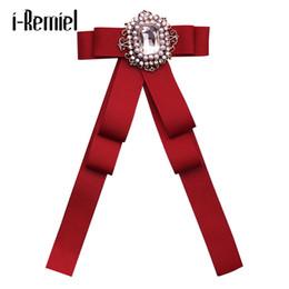Pajarita británica online-i-Remiel Bow Bowties Pajarita Corbata Breastpin Tela Art Fabric Pins y broches de metal Regalos de lujo de la boda británica Pin Solapa