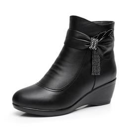 2018 Nuovo inverno elegante strass stivali di pelle di mucca nera per le donne di grandi dimensioni Comfort caldo stivaletti di lana antiscivolo scarpe zeppa donna da