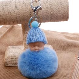 Hebillas de muñeca online-Encantadora Sleeping Baby Key hebilla Dulce esponjoso Pompom Doll llavero de punto Hat Car Keyring Toy Kid Trendy Gifts Accesorios 3 72qs YY