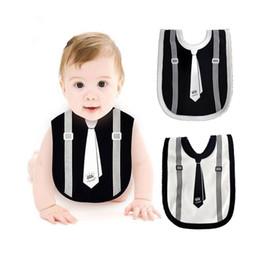 White baby burp cloths online-Bavaglino neonato Neonato neonato nero bianco Papillon morbido in cotone Saliva Asciugamano per bambini Panni Burp Ragazzo bavaglini