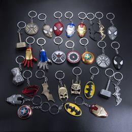 juguetes de la baratija Rebajas Marvel Universe The Avengers Series Llavero Infinite War Moda Superhero Llaveros Para Mujeres Hombres Joyería Titular de la Llave Baratijas juguetes para niños