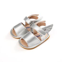 zapatos de bebé niño ala Rebajas 2018 Silver Color Baby Sandals Zapatos Baby Moccasins Summer Newborn Boy Girl Alas de ángel Zapatos Antideslizante Prewalker 0-18M.