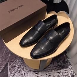 Sapatas de couro italianas da patente on-line-Hot Italian Loafers Bottom Sapatos de Festa de Casamento Designer de Luxo BLACK PATENTE de COURO Camurça com borlas Spikes Studded sapatos vestido para mens