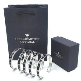 Braccialetto all'ingrosso del braccialetto di alta qualità per i monili degli uomini di modo del braccialetto del tachimetro dell'acciaio inossidabile degli uomini con la scatola d'imballaggio al minuto cheap men s cuff bracelets da bracciali di cuoio degli uomini fornitori