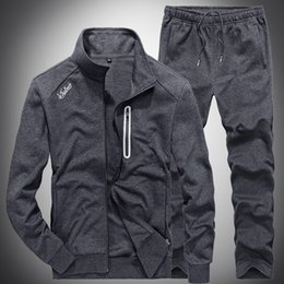 Slim Mens Sweat Suit Sets Tute Maschile Casual Felpe Uomo Tute Fitness  Jacket Tute sportive Cappotto + Pantaloni sportivi S201 231ea261d5b1