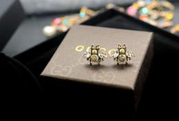 lata de pérolas Desconto Chegada nova Preço de Fábrica de Alta Qualidade Carta de Luxo Pérola diamante Brincos Moda Abelha inseto brincos de Pérola de metal Com Caixa