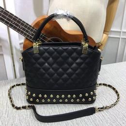 Бесплатная доставка мода новый женский плечо цепи сумочка дизайнер Gabriella роскошные кожа сумка заклепки сумка 8011a 26c от