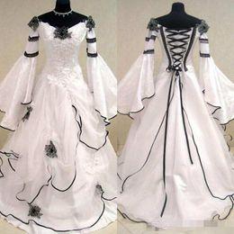 vestido celta barato Desconto Renascimento Do Vintage Preto e Branco Vestidos de Casamento Medieval Para As Mulheres árabes Celta Vestidos de Noiva com Fit e Alargamento Mangas Flores Barato