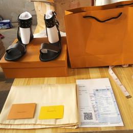 Wholesale urban canvas - 2018 Luxury Designer Striking Gladiator Style Plain Calf Print Leather Flat Canvas Sandal Leather Outsole Perfect Urban Sandal Size35-42