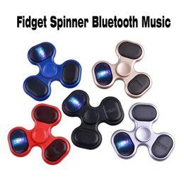 Nuevo Led altavoz Bluetooth Music Fidget Spinner conectividad Bluetooth Llamadas Función Mano Spinner Tri Spinner cubo FingerSpinner EDC Toy desde fabricantes