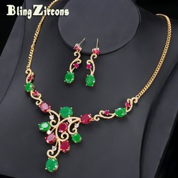 Orecchini cubiti di zirconi verdi online-BlingZirconi Dubai oro colore gioielli da sposa turco rosso verde ovale cubic zirconia pietra collana orecchini set per le donne JS099