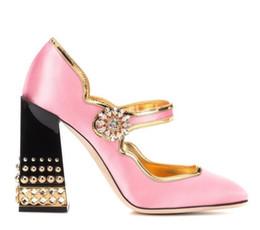 Zapatos de tacón de bloque rosa online-2018 Pink Silk tacones altos Tobillo Hebilla Correa Mujeres Bombas Tacones Remaches Bloque Heel Zapatos de Mujer Bling Crystal Zapatos de Boda Nupcial