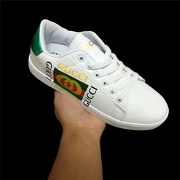 9521bbb0 2019 Diseñador de la marca, hombres, mujeres, zapatos casuales, pareja, zapatos  blancos pequeños, cuero femenino, plano, nueva marca italiana coreana, ...