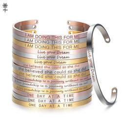 2019 benutzerdefinierte gravierte armbänder Rose Gold Custom Gravierte Positive Inspirierend Zitat Armreif Manschette Mantra Armband Armreifen für frauen Geschenk SL-009 günstig benutzerdefinierte gravierte armbänder