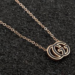 Kadın Mektuplar Marka Tasarımcısı Kolye Titanyum Çelik Lüks Kolye Kolye Aşk için Aşk Marka Ünlü Marka Takı Hediye nereden