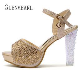 2019 zapatos de diamantes sexy 2017 Verano Sexy Sandalias de Tacón Alto Zapatos de Las Mujeres Plataforma de Cristal Cabeza de Pez Diamante Zapatos Femeninos Más El Tamaño Bombas de La Boda 15 zapatos de diamantes sexy baratos