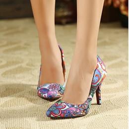 6d370e8f4 Primavera Verão Boca Rasa Confortável das Mulheres Sapatos Apontou Toe Estilo  Étnico de Salto Alto Bombas Femininas Tecido de Impressão