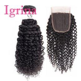 влажное курчавое закрытие Скидка Вьющиеся волосы девственницы Игрины перуанские 4 связки с верхним закрытием шнурка 4x4 необработанным